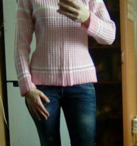 Свитер бело-розовый