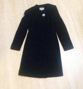 Черное пальто осеннее