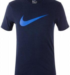 Nike Tee-Chest Swoosh.