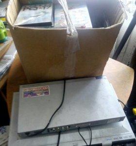 2 DVD плейера+коробка дисков