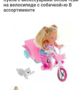 Куколка на велосипеди