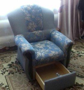 Кресло,можно два за 2500 р.