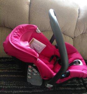 Автокресло для малыша.