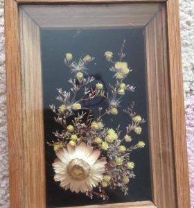 Декоративная композиция из засушенных цветов