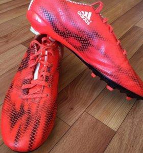 Футбольные бутсы adidas