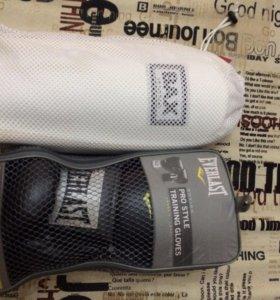 Боксёрские перчатки и щитки