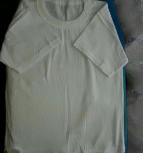 Новая белая футболка.