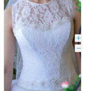 Свадебное платье и сапожки.