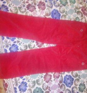 Штаны красные.