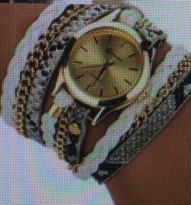 Часы на многослойном браслете
