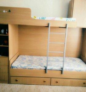 Кровать двухярусная с книжным шкафом