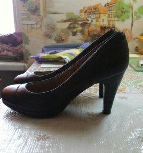 Кожаные туфли новые 40 р