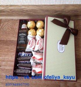 Подарок коробочка сладостей