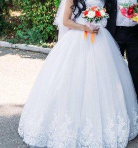 Свадебное платье +фата 1000колье и серьги 300