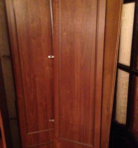 Продам 2 боковых шкафа от стенки