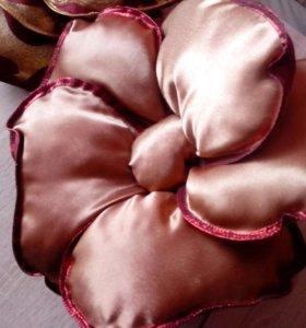 Продам подушки розочки для декора