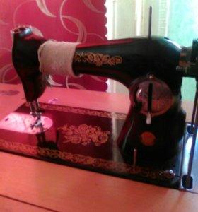 Машинка швейная берите торг есть.