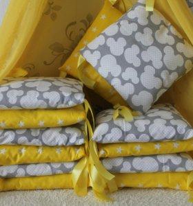 Бортики в детскую кроватку разных цветов