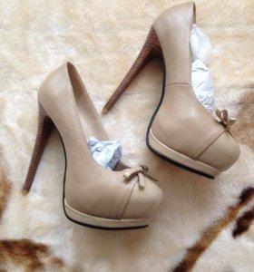 Туфли женские на высоком каблуке кремовые