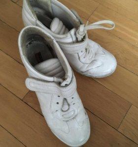 Вся обувь за 900 или 250 за пару