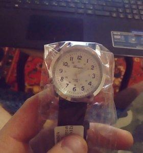 Наручные часы кварцевые.