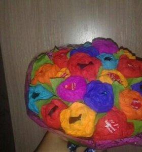 Букеты на заказ из гафрированной бумаги с конфетам