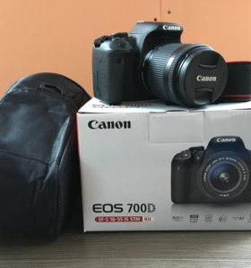 Зеркальный фотоаппарат Canon 700D