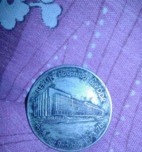 Жетон или монета