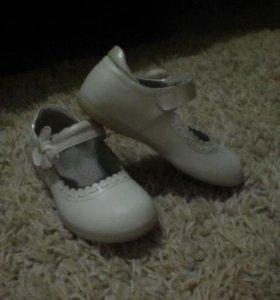 Продам детские туфли в отличном состоянии