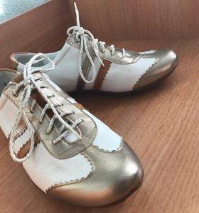 Новые кроссовки из натуральной кожи Footnotes