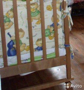 Кроватка- качалка + колесики, матрас.