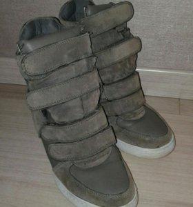 Обувь 40 размер.