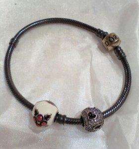 Браслет Pandora (серебро) с 2 подвесками-шармами