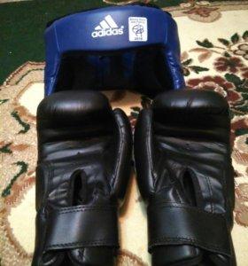 Пирчатки и шлем для бокса