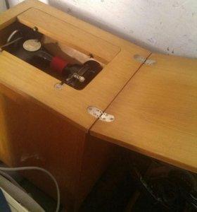 Швейная машинка рабочая.