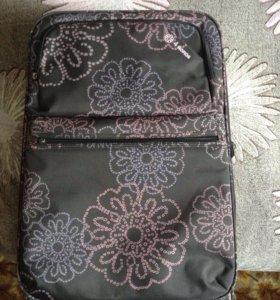 Вместительный чемодан практически новый