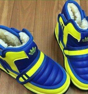 Кроссовки на меху ( новые)
