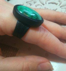 Кольцо из натуральной кожи и камня Малахита