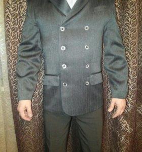 Пиджак стильный,итальянский дизайн.