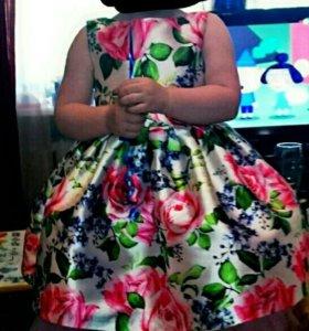 Нарядное платье для девочки 2,5-3 года