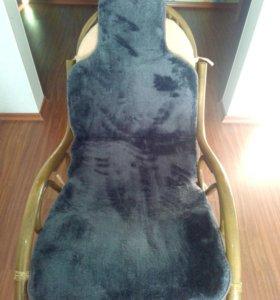 Серые меховые накидки на сиденье авто