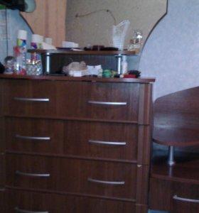 Комод и двух спальную кровать 89096065595