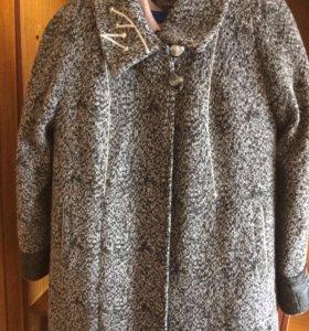 Продам женское пальто зимнее