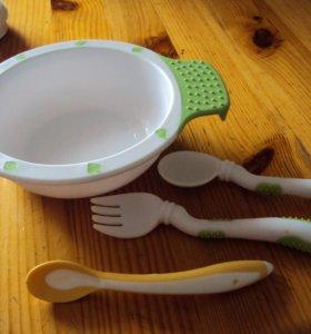 Набор посуды и слюнявчики