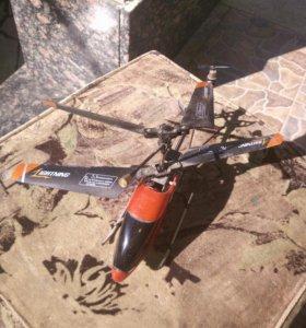 Вертолет с камерой на пульте