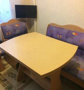 Кухонный стул и угловой диван