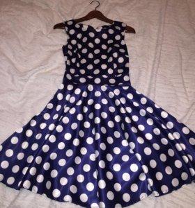 Новое атласное платье 42р