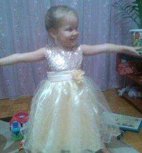 Красивое нарядное новое платье