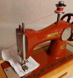 Детская швейная машинка из СССР винтаж