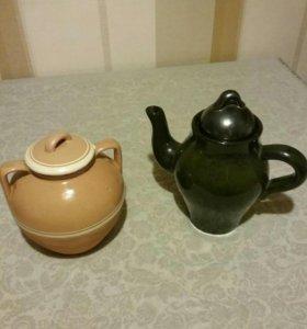Старинный керамический чайник и горшок с крышкой к